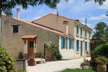La Grange - C18th Farmhouse Cottage (Sleeps 6-8) - Moragne - Rumah