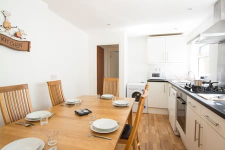 NEW - Family One Bedroom Apt with Dishwasher #V1 - Londres - Apartamento