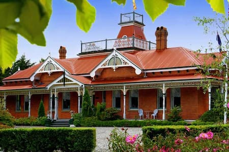 Ormiston House, Strahan, Tasmania - Strahan - Bed & Breakfast
