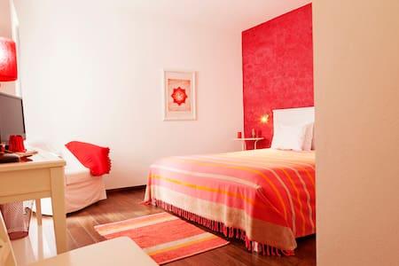 Casa do Plátano - Quarto Vermelho - Bed & Breakfast