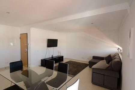 Modern 2 Bed Apart. 5km Carvoeiro - Huoneisto