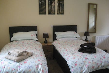 Twin room,in an annex, Norton Fitzwarren - TAUNTON