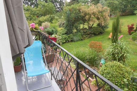 CUTE 2 BEDROOM APARTMENT UN A PARK - Leilighet