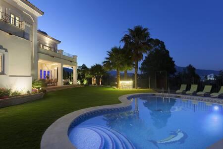 IL RIFUGIO DE CESARI Luxury retreat - atalaya alta estepona - Villa