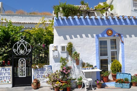 Deluxe cave house for 6 p with WiFi - Baza - Casa