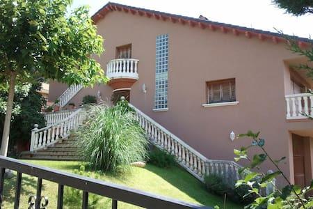 Chalet 8 plazas con Jardin y garaje - Boltaña