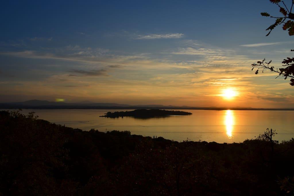 Vista alla sera sul Lago Trasimeno