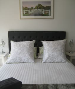 Aurelia's Farm - Gostwyck Room B&B - Uralla - Bed & Breakfast