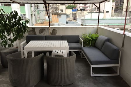Located in Sai Ying Pun, 1min away from the MTR station. 2 bedrooms apartment with private rooftop in a walk-up building. Near the escalator and the new soho, close to several supermarkets. Only two subway stations away from Central.