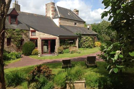 Une demeure familiale (2 à 6 hôtes) - Le Vieux-Marché - Huis