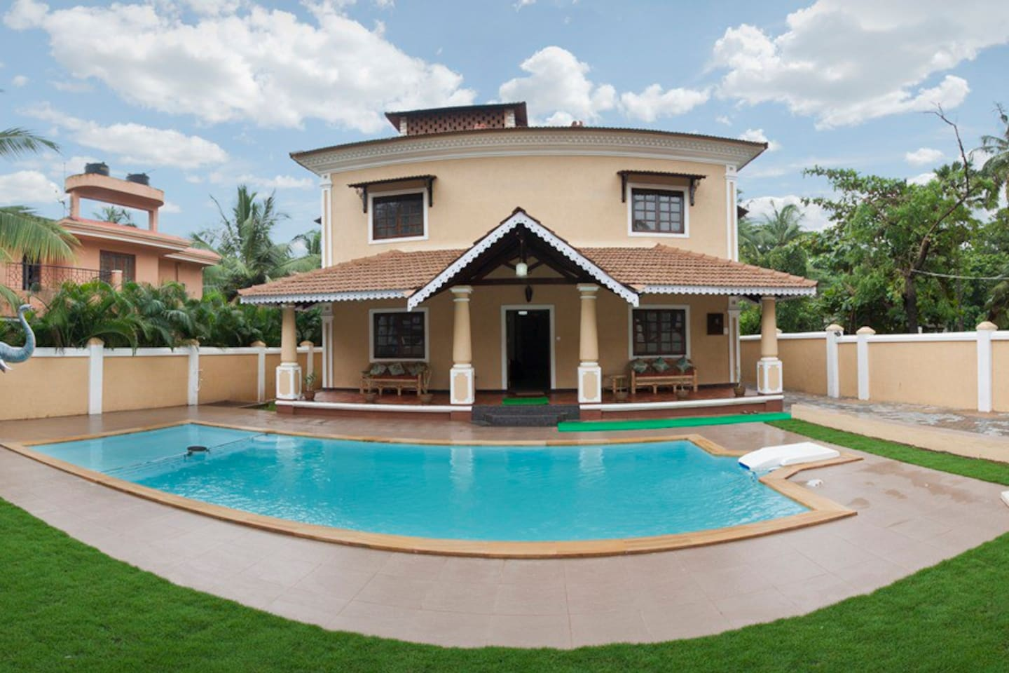 Villa Calangute offers the best in accommodation with plenty of facilities and services to play the perfect host