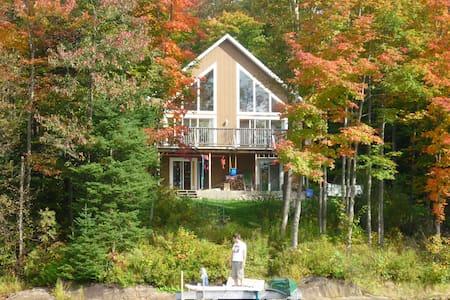 Chalet-maison bord de lac - Huis