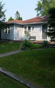 Newly rehabbed 2bd cottage - Lakeside - Casa