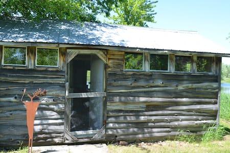 Rustic Off Grid Cabin - Kisház
