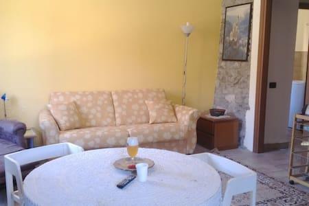 Apartment near Lake Maggiore - Angera - Leilighet
