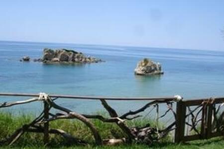 Taya Beach Front House (TBFH) - Agios Matheos - Hus