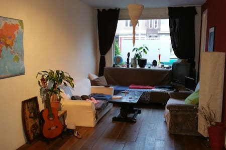 Nice room in a cozy house - Utrecht - House