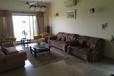 Private house in peaceful location with breakfast - Islamabad - Bed & Breakfast