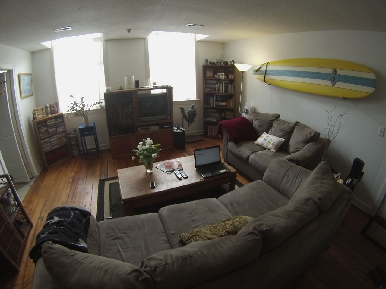 living room with laptop, dvd player, netflix and hulu account and record player