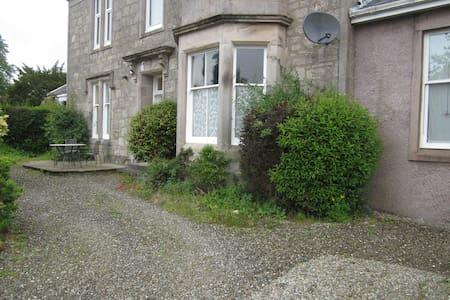 4 bed spacious ground floor House - Maison