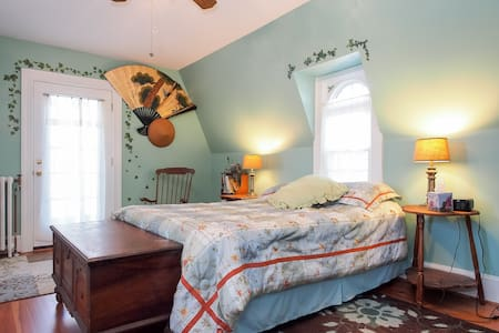 Bayfields Holly-n-Ivy 2 Room Suite - Bed & Breakfast