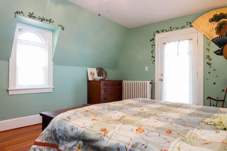 Bayfields Holly-n-Ivy 2 Room Suite - Harwood - Bed & Breakfast