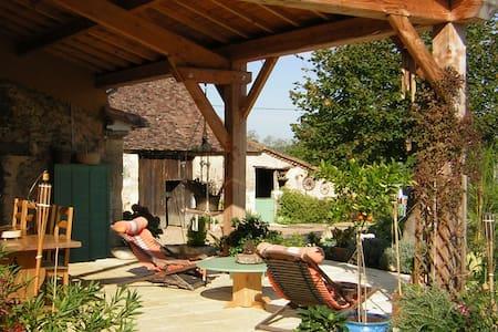 Gite piscine chauffée ( 06/09) Couette et Chocolat - Hus