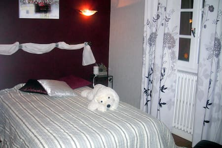le phare ouest - Saint-Symphorien-d'Ancelles - Bed & Breakfast