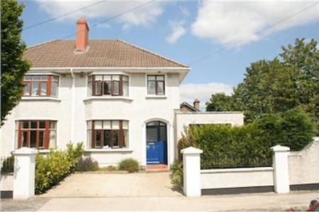 Beautiful house in the village of Terenure - close enough to the city centre to walk (c5 km) but far enough away to be peaceful. Surrounded by parks / rivers for walks and well served by public transport to have you in city centre in 15 minutes