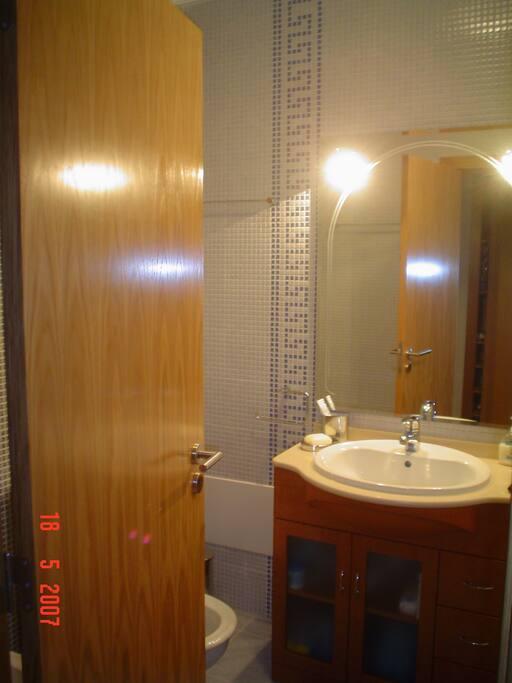 Bathroom: WC, bidet, bath/shower