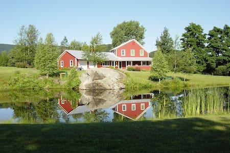 Idyllic Vermont Family Farmhouse  - Montgomery - Ház