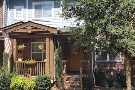 Downtown Davidson: 3 BR & whole house - Şehir evi