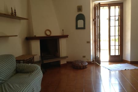 Cosy 2BD with garden and patio.