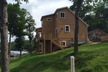 Premier Lake Front Home - Camdenton - Huis
