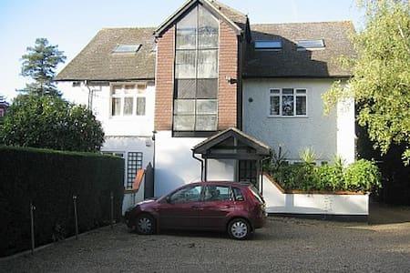 Surrey Self-catering Apartment - Apartament