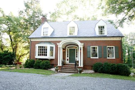 Comfort, Convenience, & Charm - Charlottesville - Maison