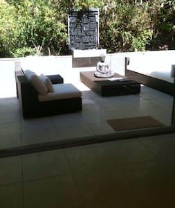 stunning modern home - Forestville