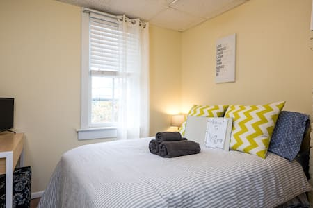Unique Comfy Room in Uptown - Albany - Ev