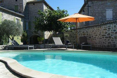 Chambre zen et cozy avec beaucoup de caracter - Saint-Alban-Auriolles - Kondominium