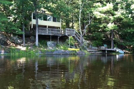 Lakefront Cabin, Rhinebeck, NY - Staatsburg - Sommerhus/hytte