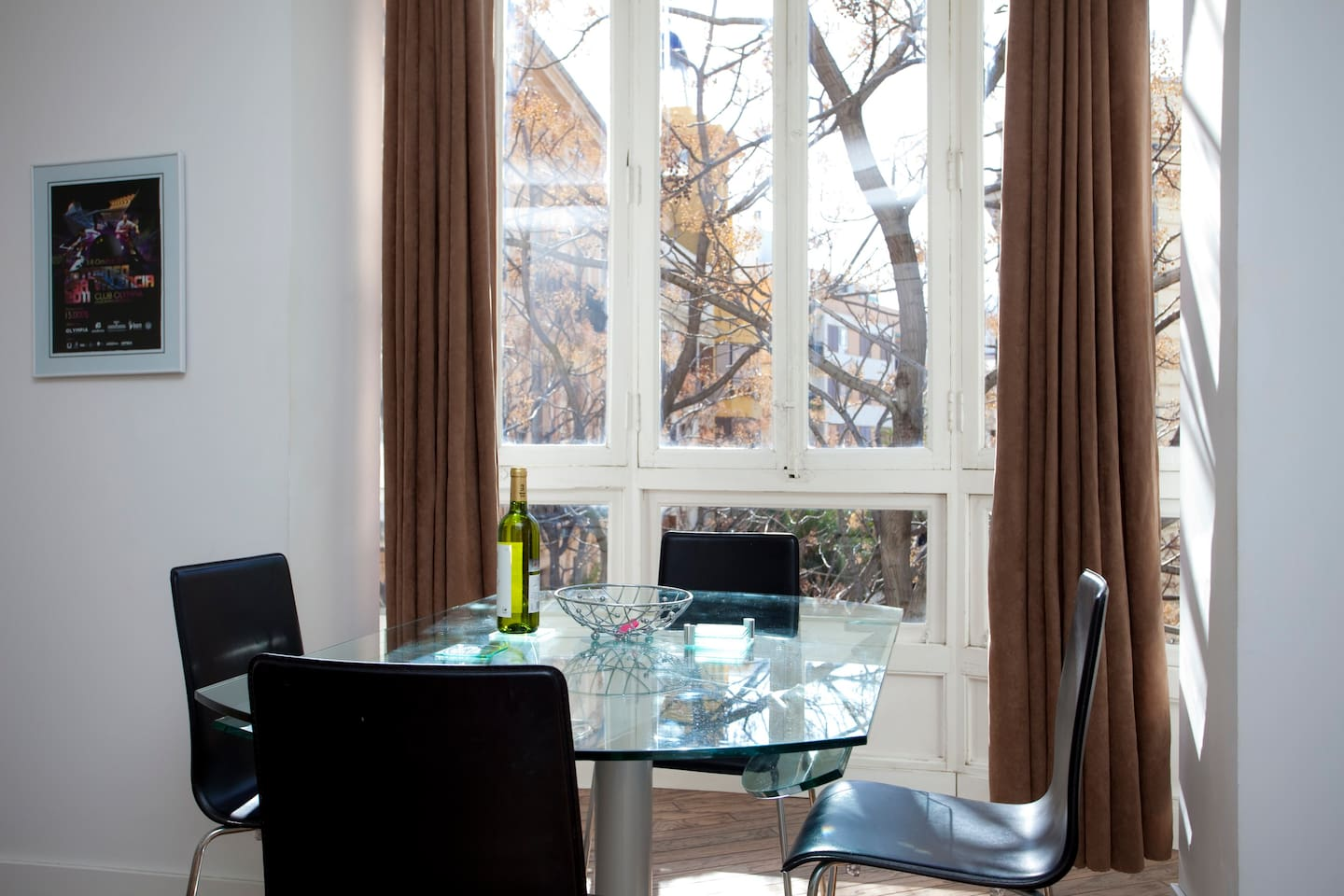 Dining area that overlooks the street below