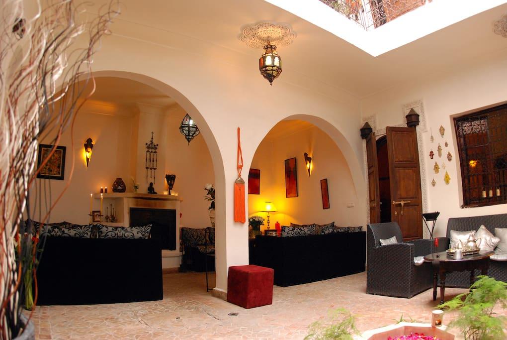 Salon Patio du Riad Dar Khmissa Marrakech