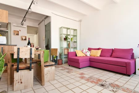 Cozy one bedroom apartment, quiet and full of natural light in central cool&chic El Born district.