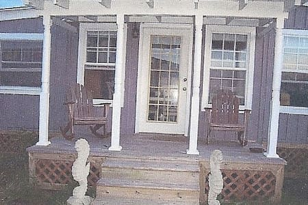 Charming waterfront 2 BR cottage - Smith Island