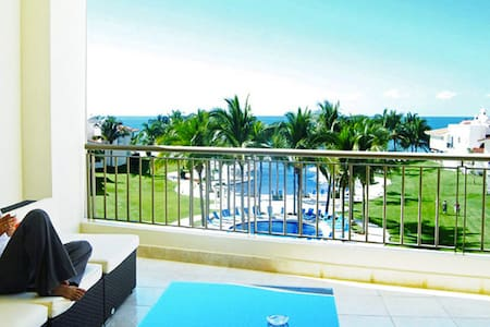 BEACH FRONT W/VIEW DELUXE 4BR CONDO - Nuevo Vallarta - Apartment