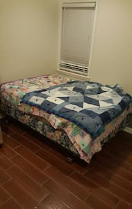 Good size room. Walk In shower. - Aiken - Casa