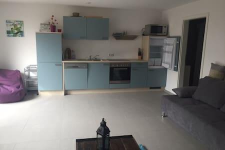 Süsse, kleine Wohnung in Volkertshausen - Huoneisto