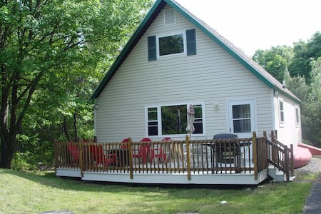 Private Canoe & Mountain Top Lake Cottage - Long Pond - Chalet
