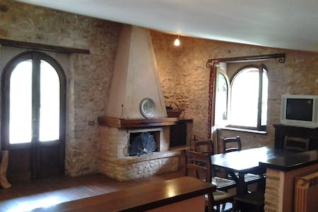Il Fienile, country house - Spoleto - House