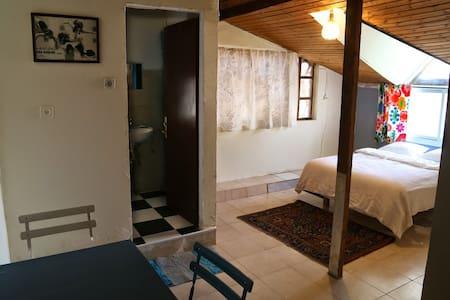 Room with bathroom at city center - Jerusalém - Casa